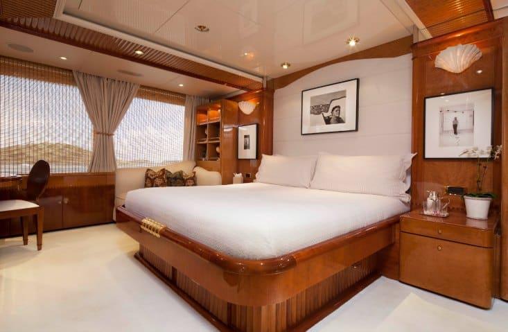 MY-Starfire-Upper-Deck-VIP-Cabin-11